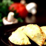 غذای سالم؛ طرز تهیه پیراشکی قارچ در فر (ویژه گردشهای بهاری)