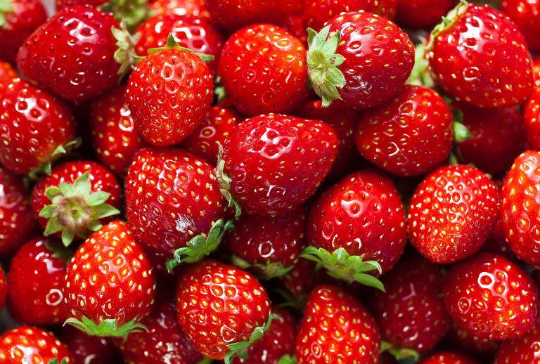 طرز تهیه لواشک توت فرنگی