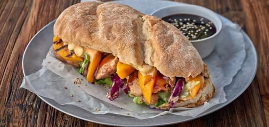 2 طرز تهیهی ساندویچ مرغ و قارچ؛ رستوران را به خانه بیاورید