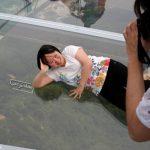 پل شیشه ای در چین تصاویر پل معلق شیشهای بر روی دره